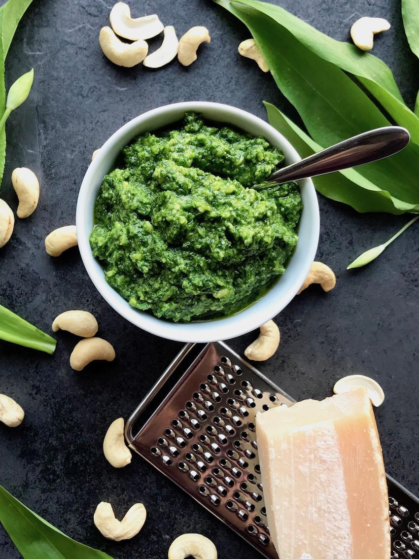Bärlauch-Pesto mit Parmesan, Cashewkerne