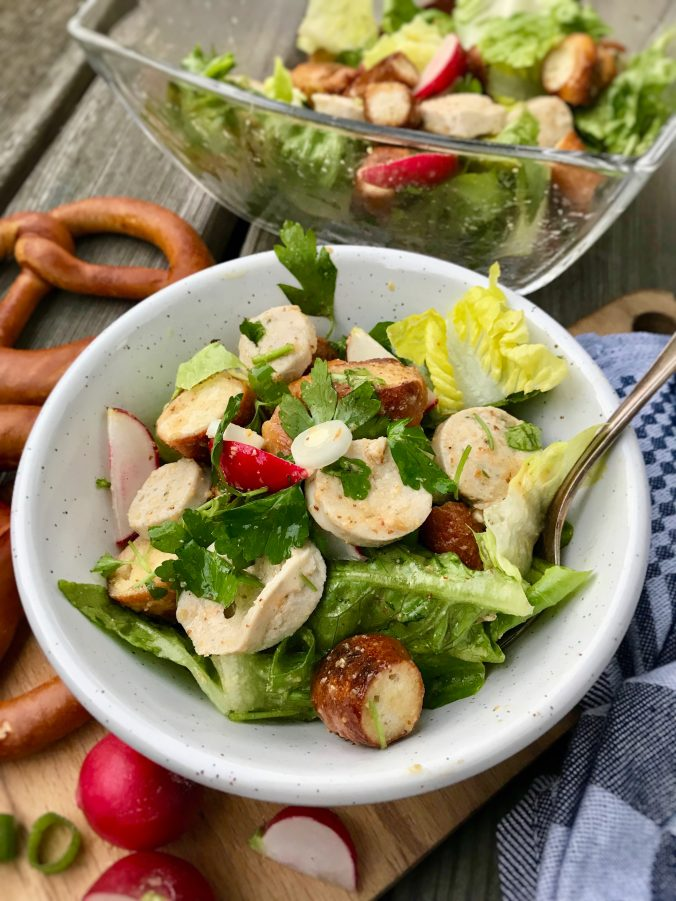 Weißwurstsalat mit gerösteten Brezn