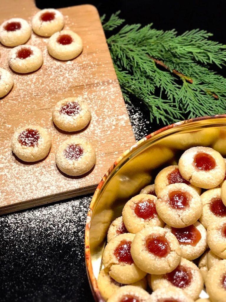 Engelsaugen mit Marmelade nach dem Backen