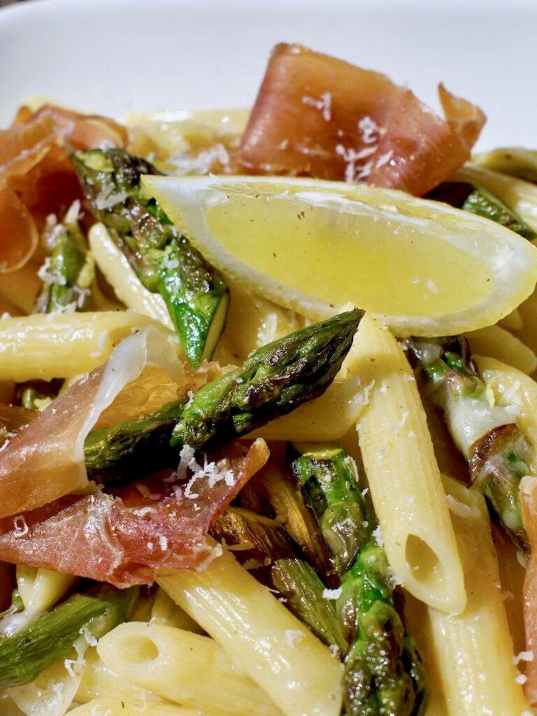 Spargel Pasta mit Zitrone und Parmaschinken