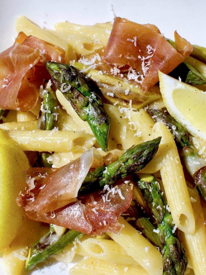Spargelpasta-mit-Parma-und-Pecorino