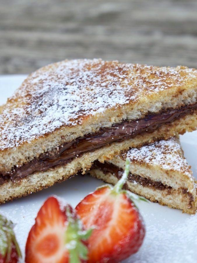 Stuffed French Toast mit Nutella und Erdbeeren