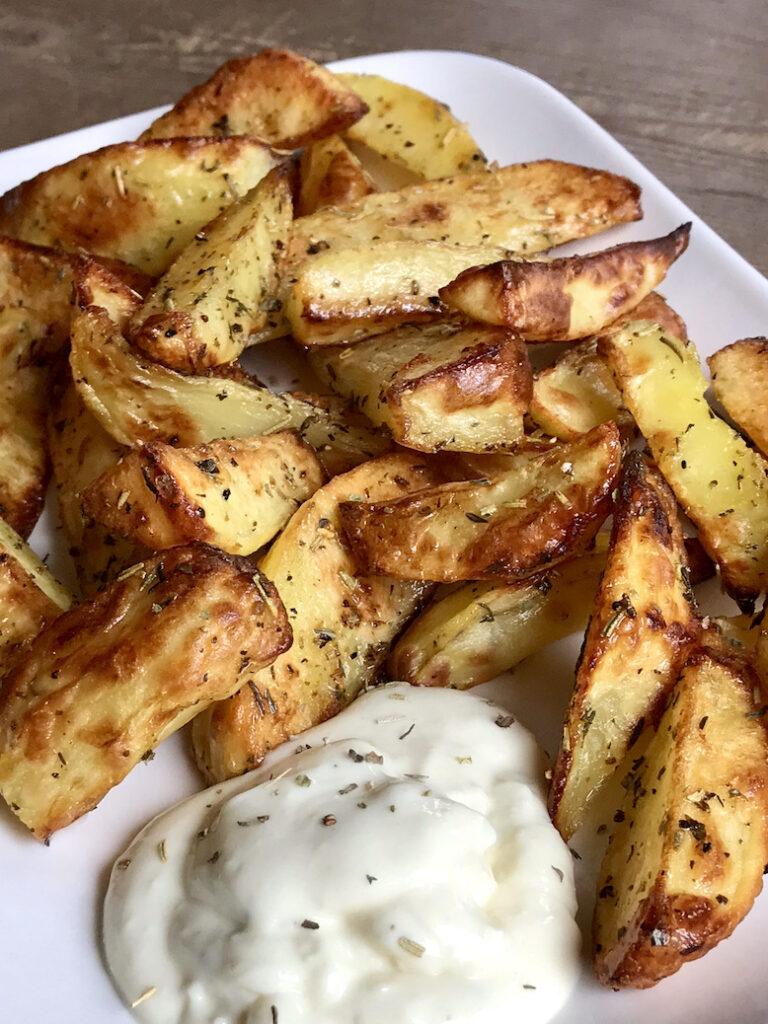 Kartoffelspalten mit Aioli