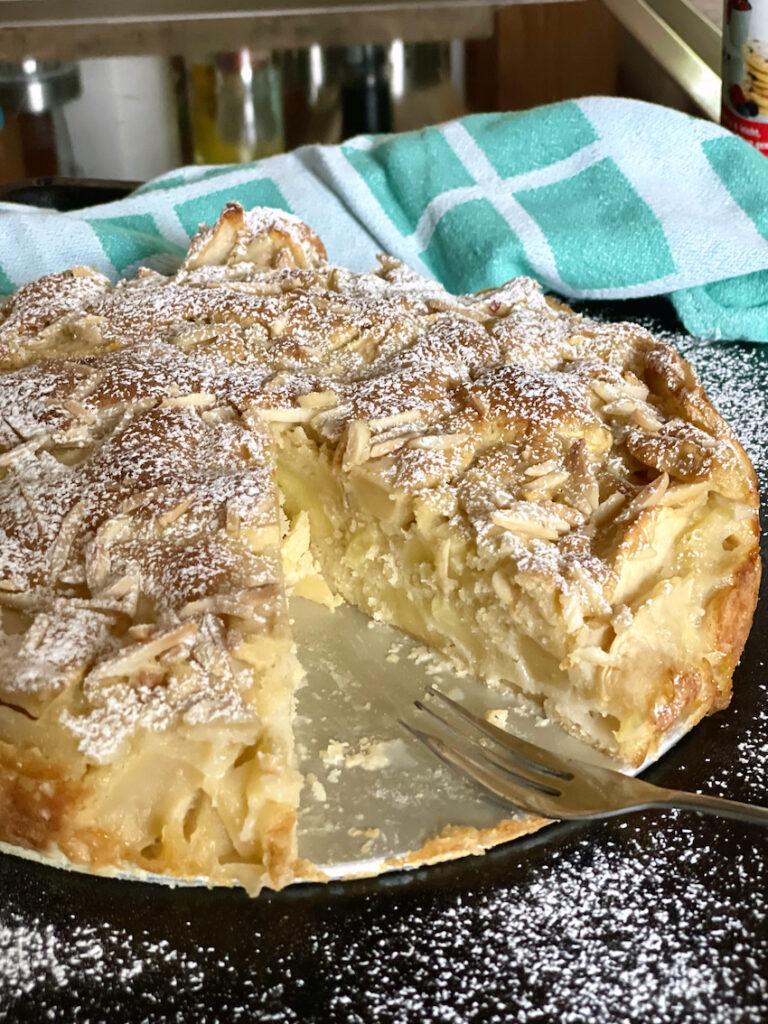 Einfacher Apfelkuchen - mega saftig!